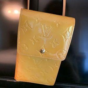 Louis Vuitton Crossbody pouch